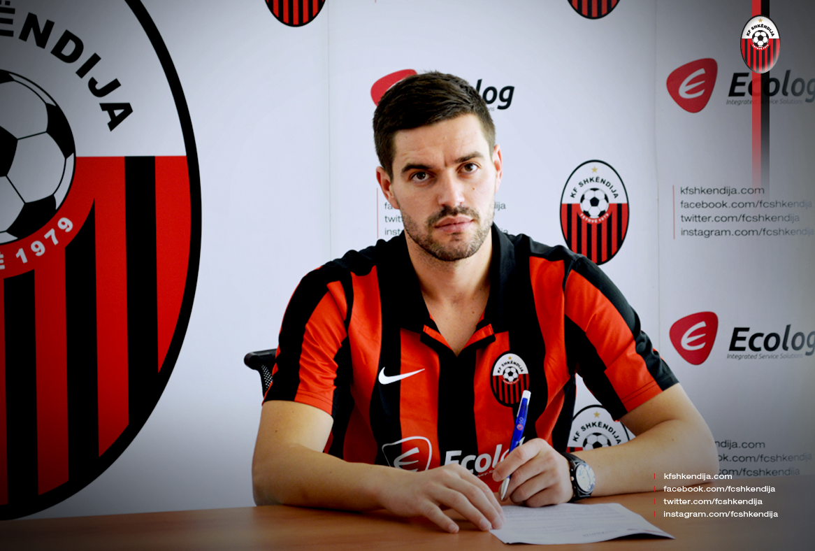 Cuculi signing the contract; photo: KF Shkendija